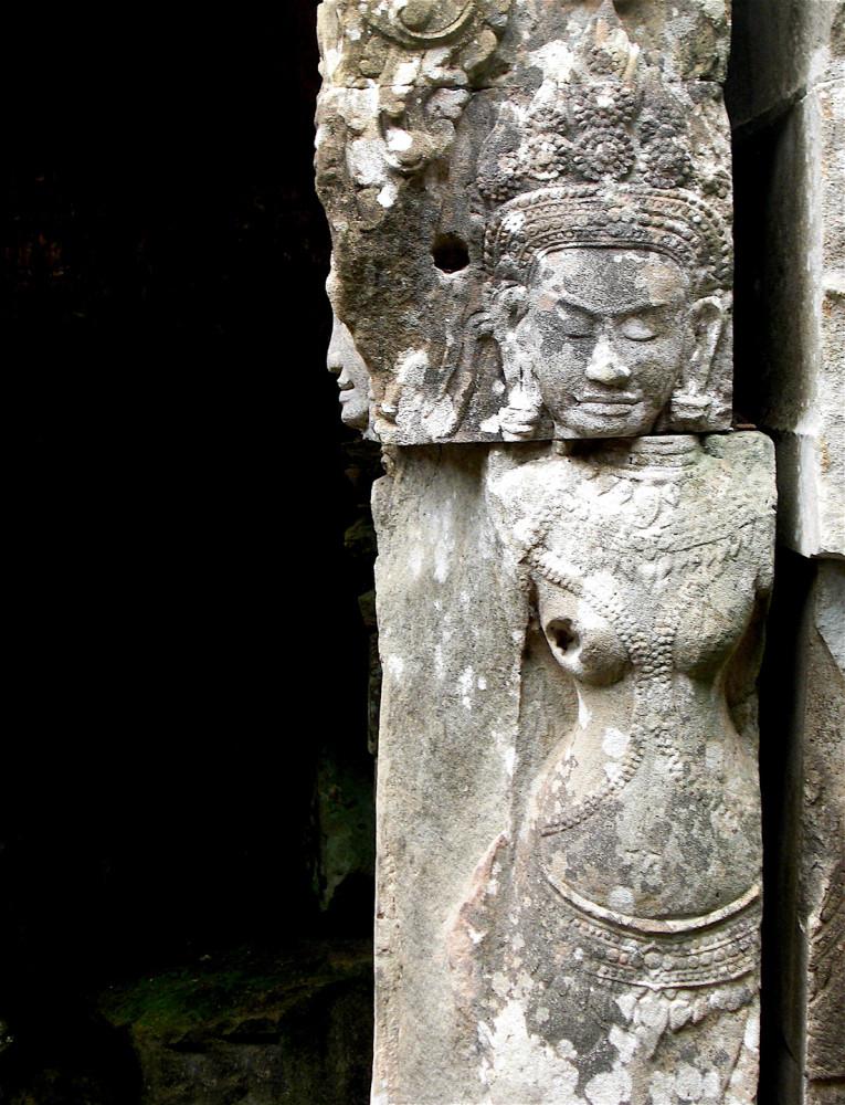 Angkor Wat sculpture x