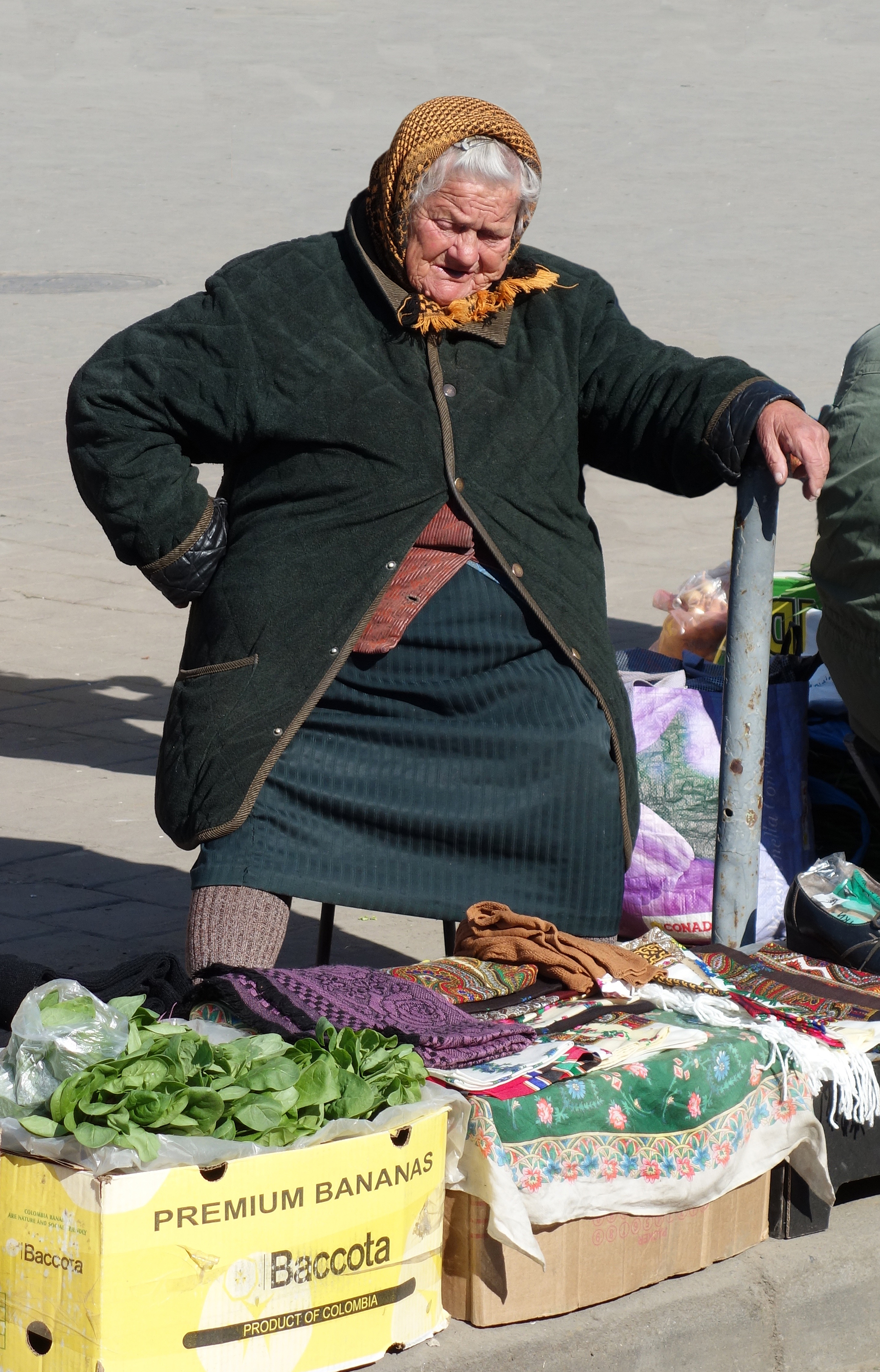 ab. old lady seller